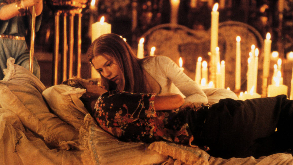 how to write a romance romantic film Romeo + Juliet 1996