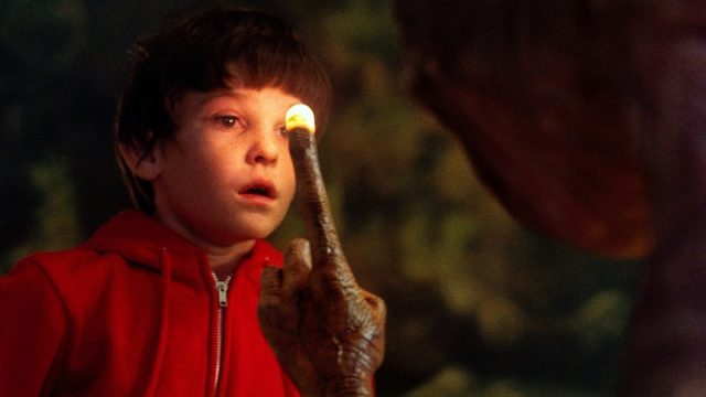 E.T. The Extra Terrestrial Finger Glow   How to Use Lenses in Film